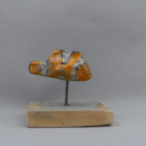 poisson clown nemo ceramique raku sur pic et socle en bois
