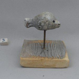 poisson lune ceramique raku sur pic et socle en bois blanc