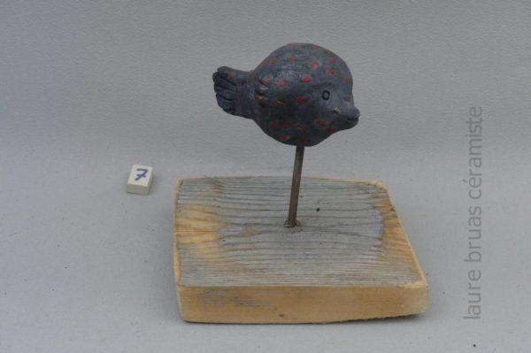 poisson lune ceramique raku sur pic et socle en bois