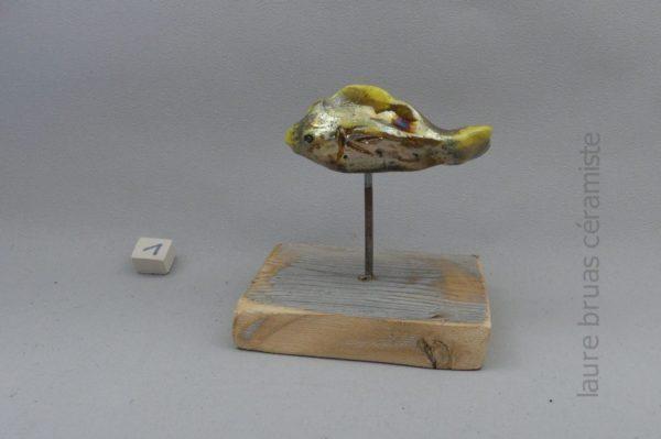 poisson doré ceramique raku sur pic et socle en bois