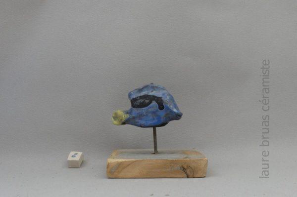 Raku Keramik Chirurg Fisch auf Holz Pick und Sockel