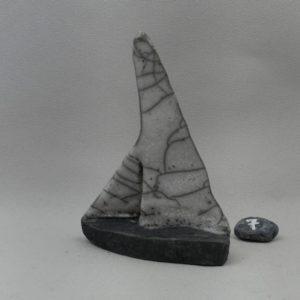 voilier raku voile craquelée coque enfumée