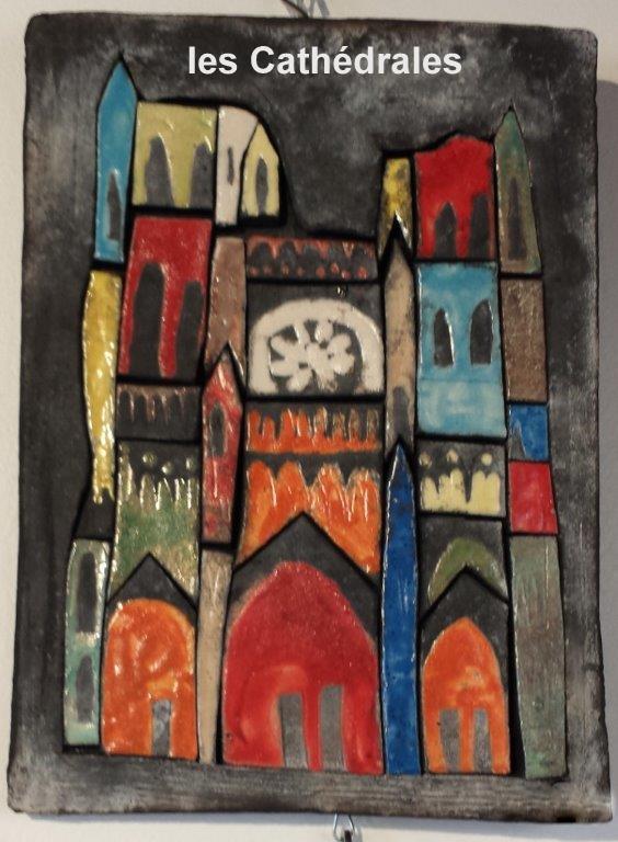 gros plan d'un tableaux en cérapique représentant la cathédrale d'AMIENS colorisée