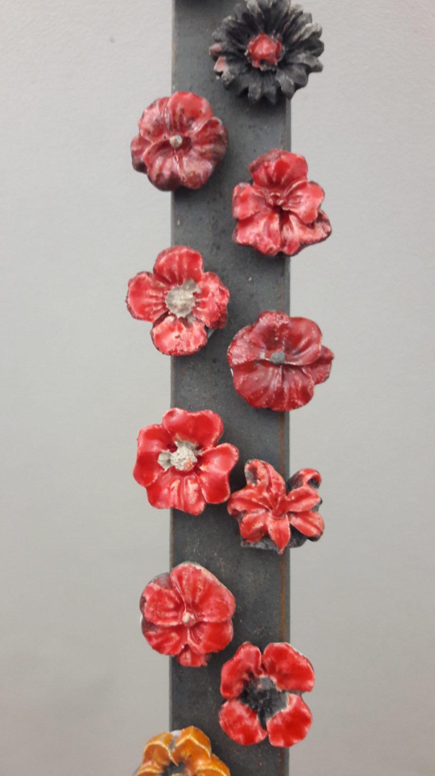 9 magnettes fleurs en céramique, rouge